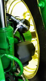 Druckluft-Anhängerbremse mit Tank und Lufttrockner – 8R gezeigt