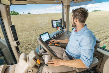 Außergewöhnlich niedriger Geräuschpegel von nur 69 dB (A) für entspanntere Arbeitstage (8R Traktoren)
