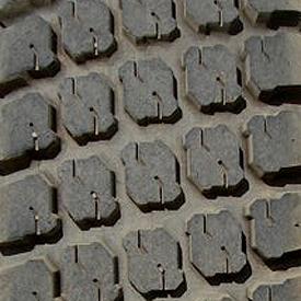 Ancho de vía con neumático trasero R3 (LVB25671)