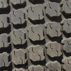 Ancho de vía con neumático trasero R3 (LVB25496)