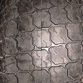 Ancho de vía con neumático trasero especial turf R3 (LVB25498)