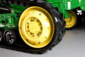 Tractor de la serie 8345RT mostrado con contrapeso en rueda tensora