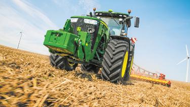 El sistema de dirección ACS reduce el esfuerzo necesario para dirigir el tractor
