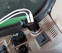 Cargador con puerto USB que permite cargar dos dispositivos en forma simultánea.