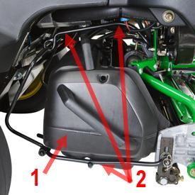 Sac récupérateur d'herbe arrière (1) et système de retenue (2)