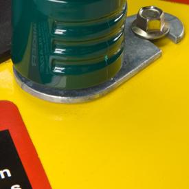 Orifice de nettoyage de la tondeuse avec raccord de tuyau
