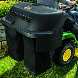 X350 équipé d'un bac de ramassage d'herbe arrière en option