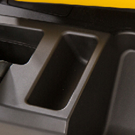 Rangement ouvert sur le côté gauche de la machine