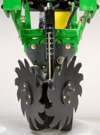 Screw-adjust unit-mounted row cleaner