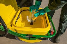 Tête de rinçage excentrée à poussoir afin de rincer toutes les parties du système rapidement, facilement et en toute sécurité