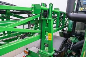 Les rampes à repliage latéral sont maintenues délicatement mais fermement en place et abaissent le centre de gravité en transport