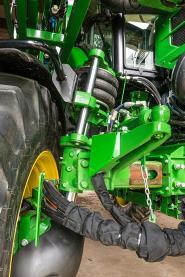 La suspension des roues XtraFlex offre une grande souplesse dans le champ et sur route