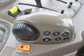 Le module de commande de l'attelage se trouve sur la console droite
