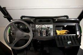 Porte-gobelets intégré au tableau de bord et boîte à gants étanche
