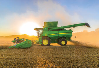 The direction of spread as well as the width can be conveniently adjusted on the go from the cab