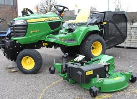 Mower deck easily dismounted for service