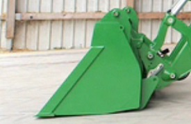 Loader placed on the ground with the bucket leveled (1)