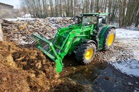 H360 hydraulic self-leveling (HSL) loading manure