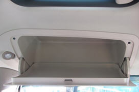 Overhead storage compartment