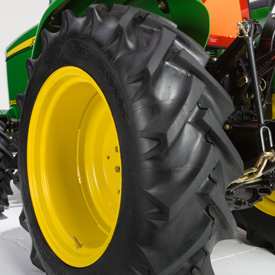 R1 rear tire tread (LVB24879)