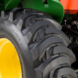 R4 rear tire tread (LVB24878)