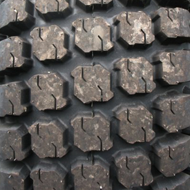 R3 rear tire tread (LVB24877)
