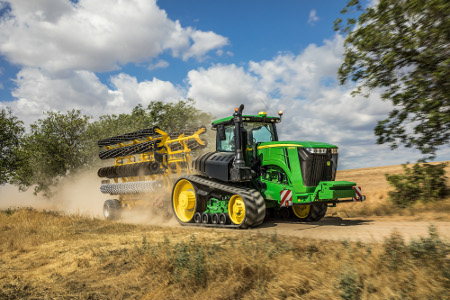 John Deere offers different track options in 762 mm (30 in.) and 914 mm (36 in.)