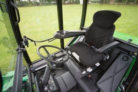 La copertura in stoffa del sedile impedisce la sudorazione