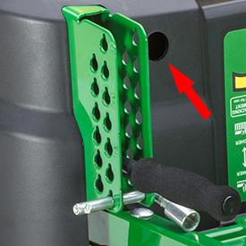 Perno dell'altezza di taglio utilizzato anche come attrezzo di regolazione dell'allineamento delle ruote