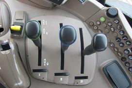 Comandi dei distributori meccanici sulla console destra