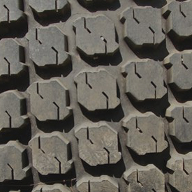 R3 rear tire tread (LVB25496)