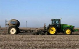 Example of a single-tank air cart controlled by the GreenStar™ Rate Controller Dry