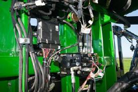 AutoBoom node and hydraulic block