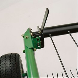 Manual tilt adjustment for windscreen