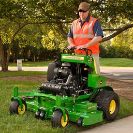 QuikTrak 652R mowing