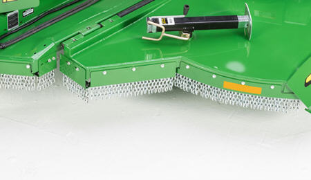 Chain guard protects from foreign objects, expelling them outside the cutting chamber