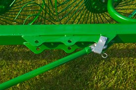 Easily adjust the rake to the desired position