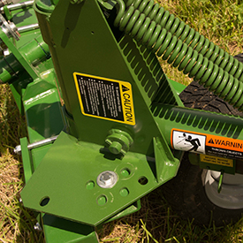 Easy-to-set windrow and raking widths