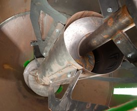 Vertical mixing auger