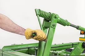 Use crank to level the tillage tool