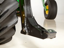 Lower lift arms with draper boot attached