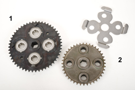 Left-hand spider gear for Premium Baler (1) and left-hand spider gear for 9 Series Baler (2)