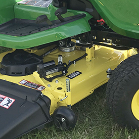 Mower equipped with electric one-touch MulchControl