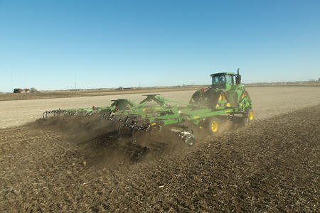 Spring tillage with the 2660VT