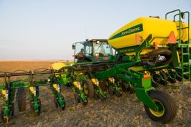 1720 CCS with 3523.9 L (100 bu) of seed capacity