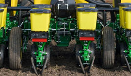 Ground-contact drive wheel on a 1755 Planter
