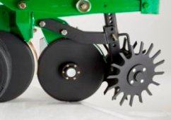 Row cleaner for double-disk fertilizer opener