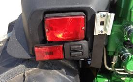 Electrohydraulic hitch rear fender controls