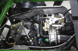 Top view of engine (XUV 620i shown)