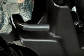 Integrated handle for manual cargo-box tilt